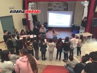 Gara di lingua inglese Spelling Bee Race alla scuola di Petrignano di Assisi