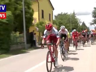 Giro d'Italia, la tappa 11 Assisi Osimo, partita la carovana, tutte le immagini