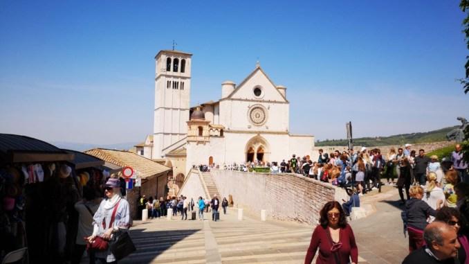 #noidimenticati, nessun ristoro per imprese turismo, protesta ad Assisi