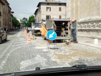 Riparata perdita d'acqua in via Patrono d'Italia a Santa Maria degli Angeli