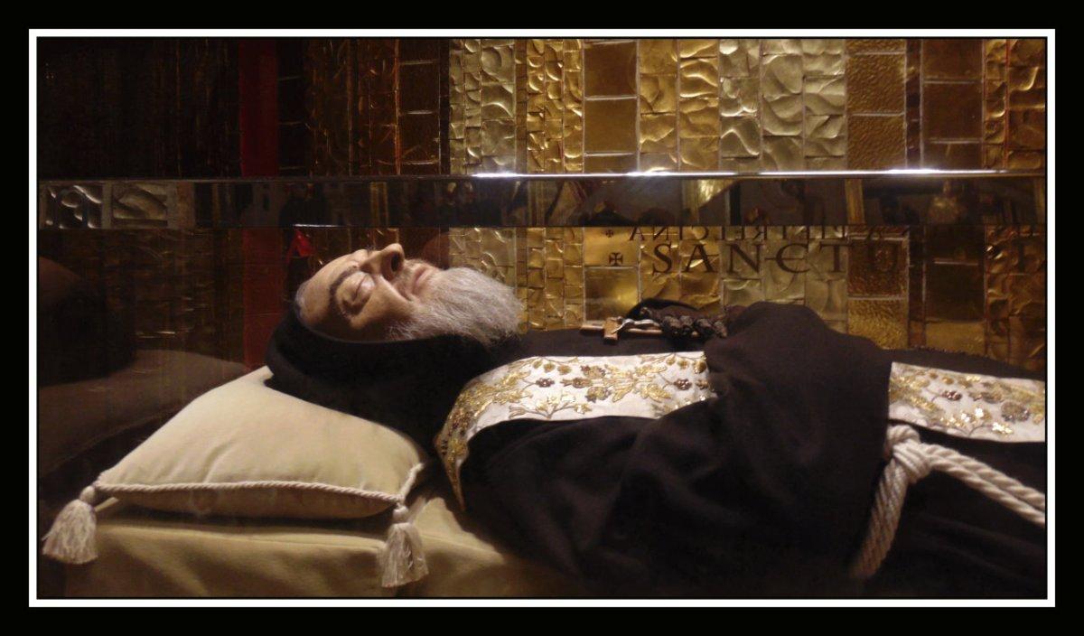 L'abito delle stimmate di Padre Pio in Porziuncola per il Perdono d'Assisi