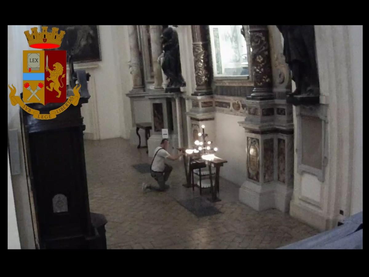 Rubava le offerte in chiesa ad Assisi, beccato dalla Polizia