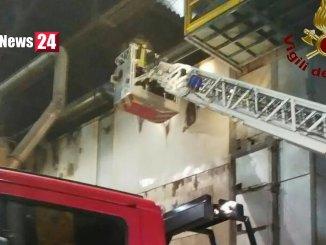 Incendio a Santa Maria degli Angeli, fiamme in azienda di lavorazione acciaio inox