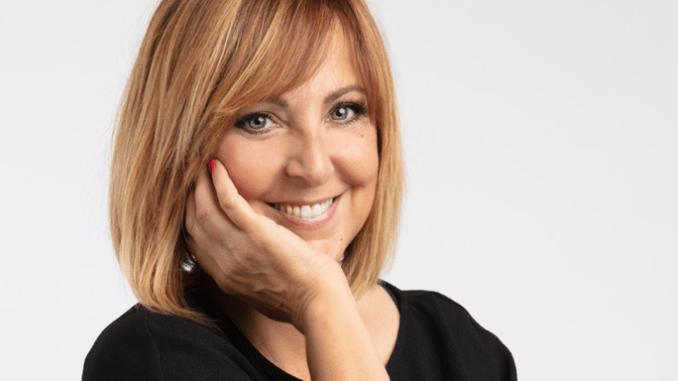 Lyrick arriva la travolgente comicità di Debora Villa