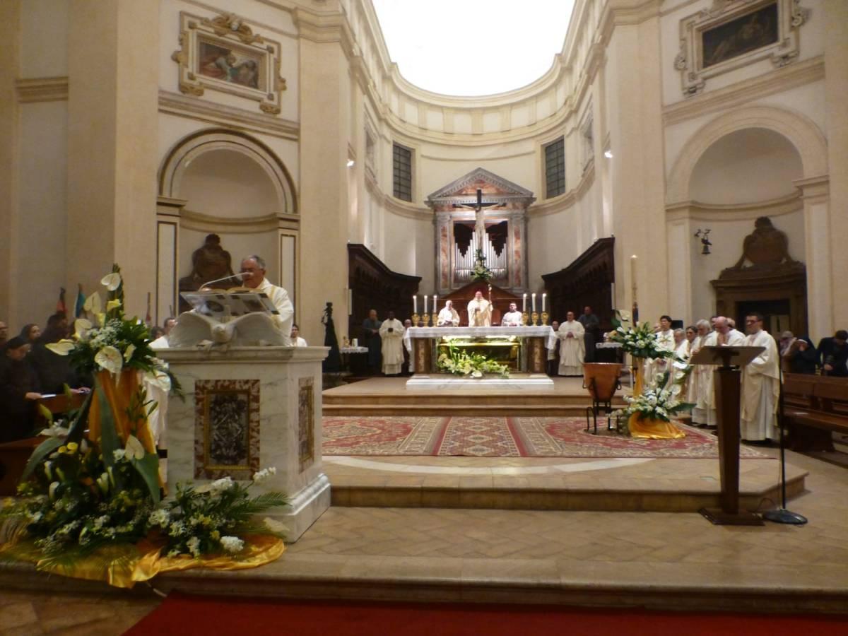 Notte di veglia e di preghiera Pasquale alla cattedrale di San Rufino di Assisi