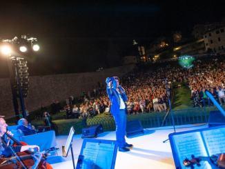 Trionfo di emozioni ad Universo Assisi 2019 con le canzoni di Lucio Battisti