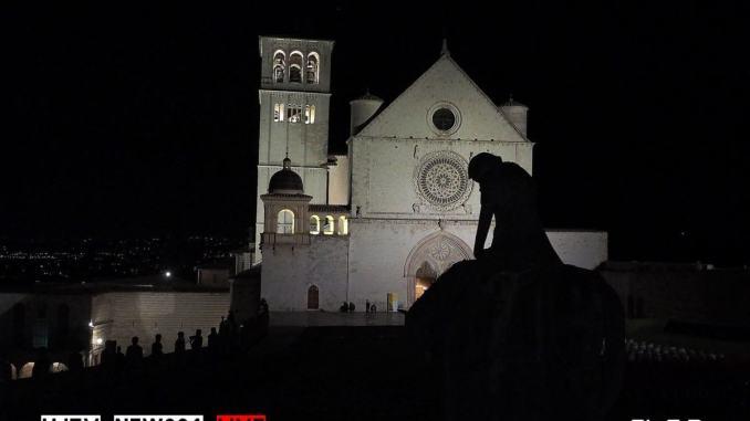 Assisi, notte di luce: ristoranti e negozi aperti per animare la città