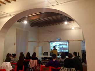 Domani, domenica 17 novembre, al DigiPASS Assisi si proietta il medio-metraggio OMNI_BUS