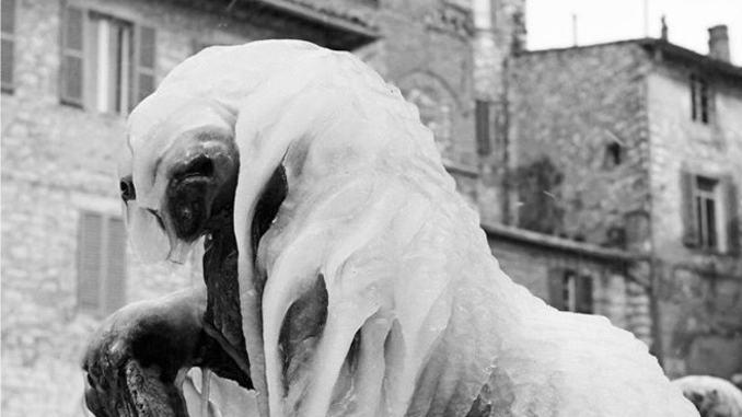 La piazza, la neve, Properzio e i poeti, Assisi, Récital chiusura della mostra