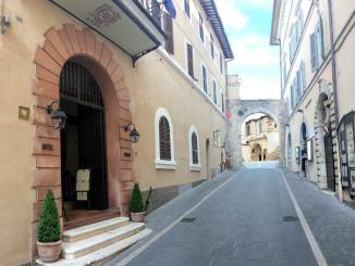 Residenza anziani facoltosi all'Hotel Subasio, Presidente Allegrucci replica a Fioroni