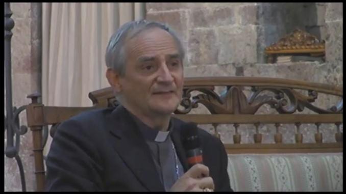 Cardinale Zuppi ad Assisi per la presentazione del libro del vescovo