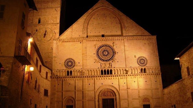Assisi by night, l'altra Assisi, una visita guidata della città di notte