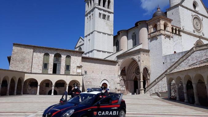 Giovanissimo va in overdose ad Assisi, arrestato minorenne per spaccio