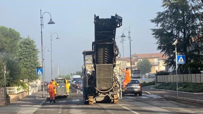Iniziati i lavori di asfaltatura in via Los Angeles a Santa Maria