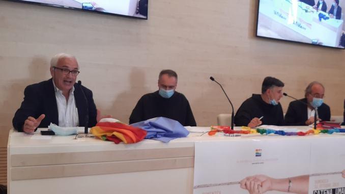 La marcia della Pace Perugia Assisi diventa una 'catena umana' di 25 km