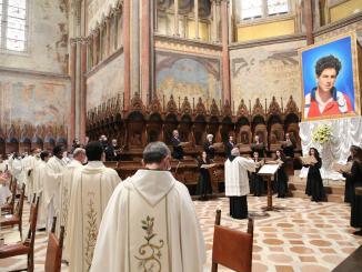 Carlo Acutis è beato, cerimonia presieduta dal cardinaleAgostino Vallini