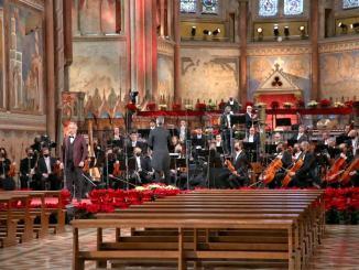 Bocelli concerto Natale Assisi, lampada pace ad Antonio Guterres Onu