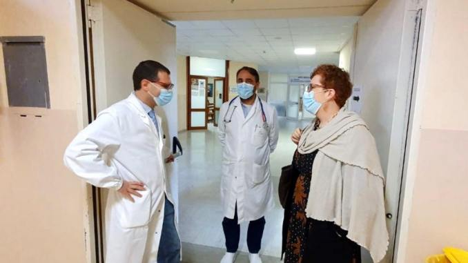 Senatrice Emma Pavanelli in ospedale ad Assisi, ad attenderla il dottor Monti