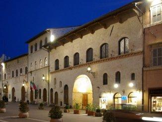 Via Fontebella, inaugurazione della mostra del Maestro Claudio Fronza
