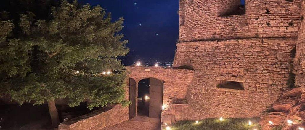 La festa del Calendimaggio di Assisi non c'è, ma brilla