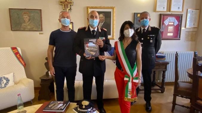Visita in Comune del Comandante Carabinieri Petrignano neopensionato