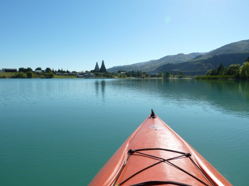 red-kayak-lake-dunstan.jpg