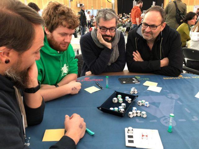 Test du prototype du jeu Association 10 Dés lors du Festival Jeux de Nim en novembre 2018