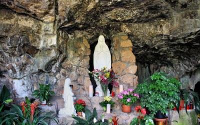 Lourdes: lo stupore bambino e il segno di croce