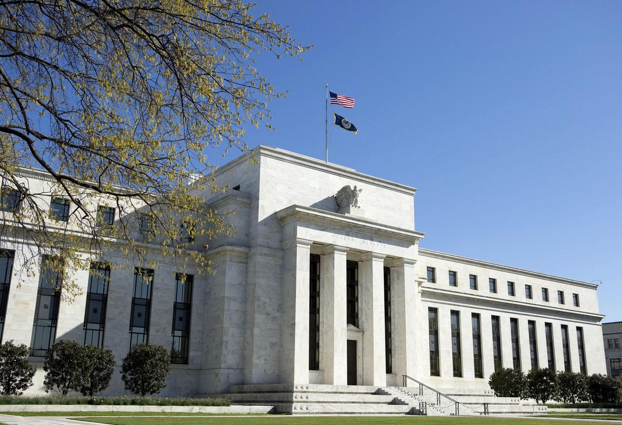 هل يستطيع العالم إيجاد بديلٍ من الدولار؟