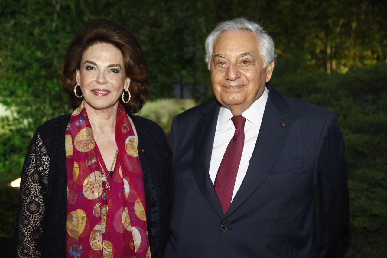 ريمون عوده يكرّم ضيوف منتدى الإقتصاد العربي