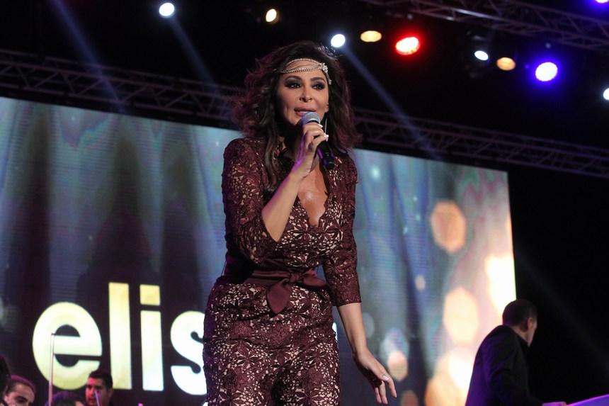 إليسا تلهب أجواء بيروت على إيقاع أغانٍ وطنية