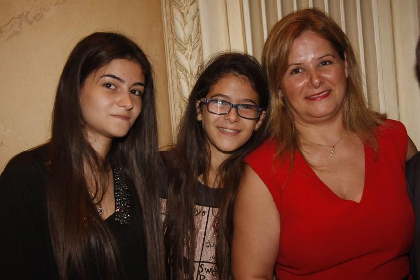 كاتيا، وفانيسا، وهيليسا عون
