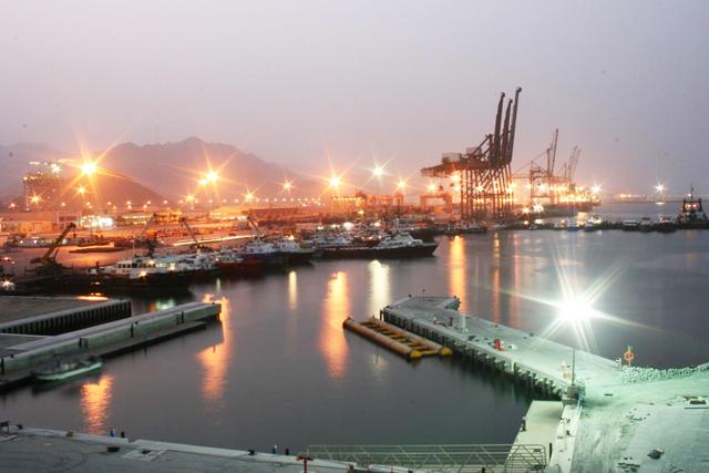 الفجيرة: إمارة تخزين النفط والغاز