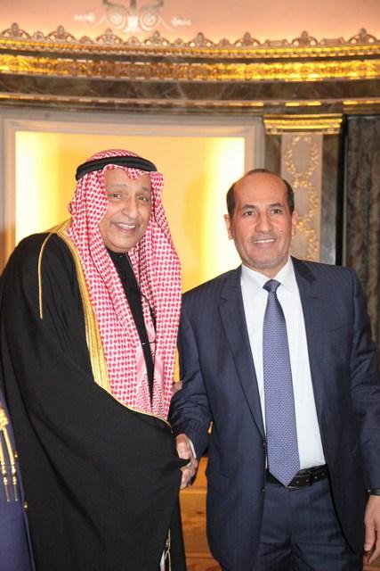 السفير الكويتي خالد الدويسان يستقبل سفير الإمارات عبد الرحمن غانم المطاوعي