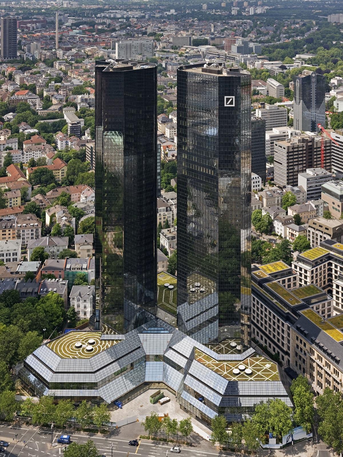 """المقر العام لـ""""دويتشه بنك"""" في فرنكفورت: فكر بعض رؤسائه نقله إلى نيويورك أو لندن"""