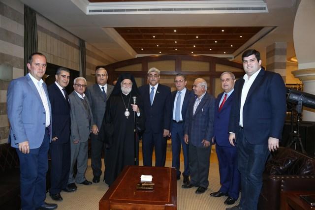مارون أبو رجيلي، البطريرك غريغوريوس الثالث لحام مع رئيس وأعضاء بلدية الحازمية