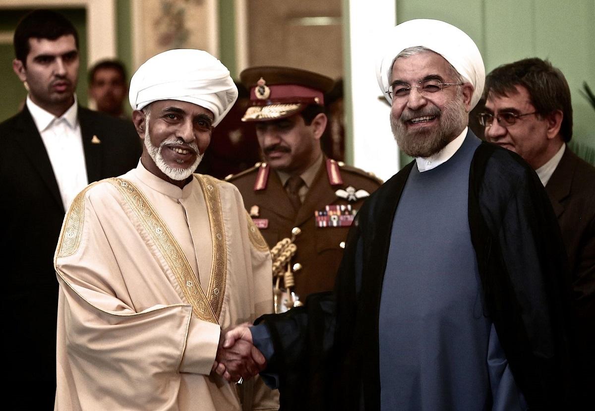 إيران تَعبُرُ إلى العالم من بوابة عُمان