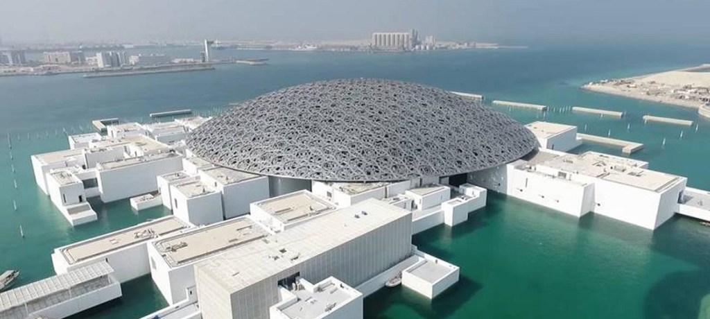 أبو ظبي تُطلق مبادرات لتسريع النمو غير النفطي