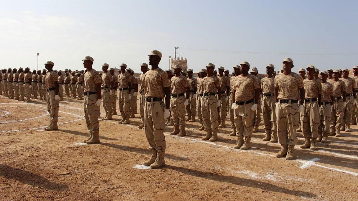 الأزمة العسكرية بين الحلفاء في جنوب اليمن تُضعف الحكومة وتُعزّز الحوثيين