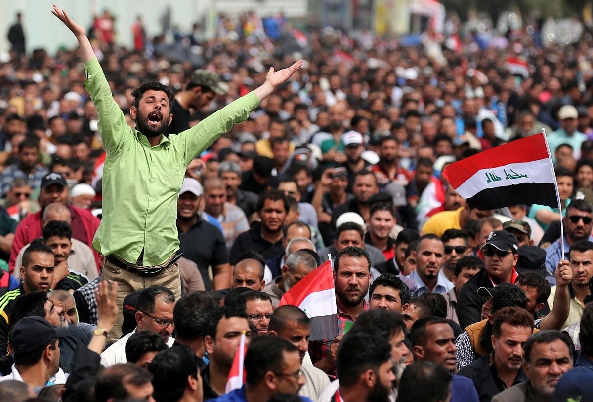 المتظاهرون في العراق ولبنان يَتَحَدُّون نفوذ إيران