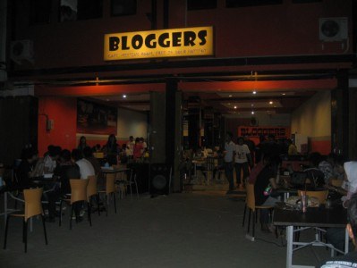 cafe bloggers
