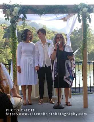 Rabbi Debra Kolodny | As the Spirit Moves Us. Officiating at Andrea and Tanya's Wedding. Photo by Karen Obrist.