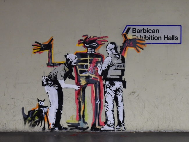 "The ""Unofficial Collaboration"" Between Banksy & Basquiat"