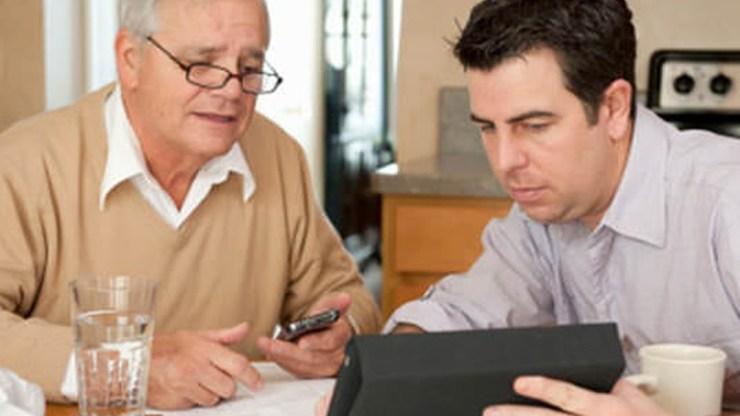 «Θα μου φτιάξεις το Internet;» - Tο βάρος της τεχνολογικής υποστήριξης των μεγαλύτερων ηλικιακά συγγενών πέφτει... στους millennials