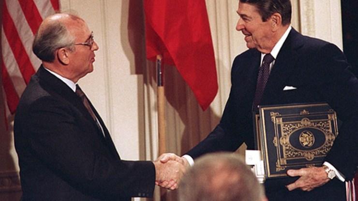 Μόσχα: Και επίσημα «νεκρή» η συνθήκη INF μετά την αποχώρηση των ΗΠΑ Γκορμπατσόφ και Ρήγκαν