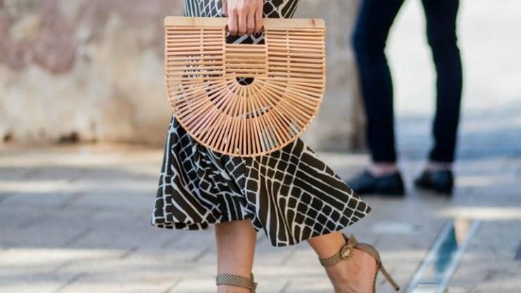 Φορέστε την ψάθινη τσάντα όπως οι fashionistas!
