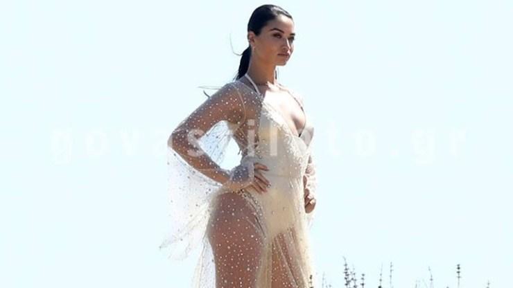 Shanina Shaik: Το «αγγελάκι» της Victoria's Secret γύρισε διαφημιστικό στη Μύκονο!
