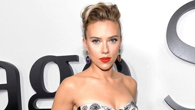 Scarlett Johansson: «Μετανιώνω για τους ρόλους που επέτρεψα να με δείχνουν τόσο σέξι»