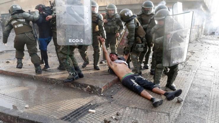 Χιλή: Η αστυνομία εμπόδισε προσφέρουν βοήθεια σε διαδηλωτή που πέθανε από ανακοπή καρδιάς