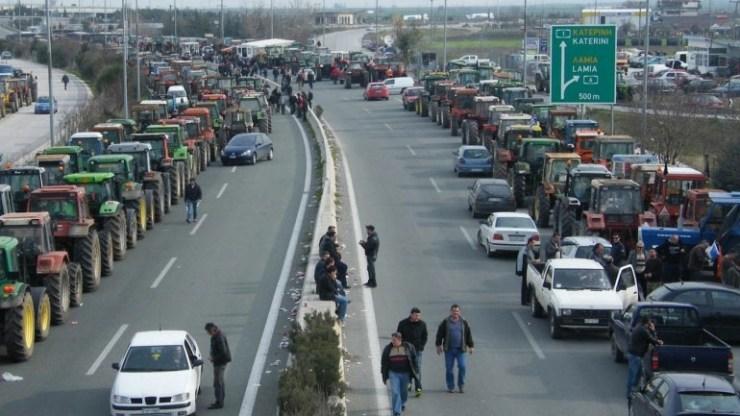 """Λάρισα: """"Ζεσταίνουν τα τρακτέρ"""" την Τετάρτη οι αγρότες"""